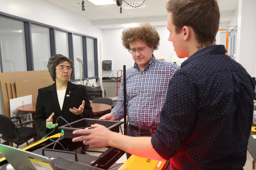 Mae Seto, left, working with students Elijah Vautour and Edward Gregson in her lab.