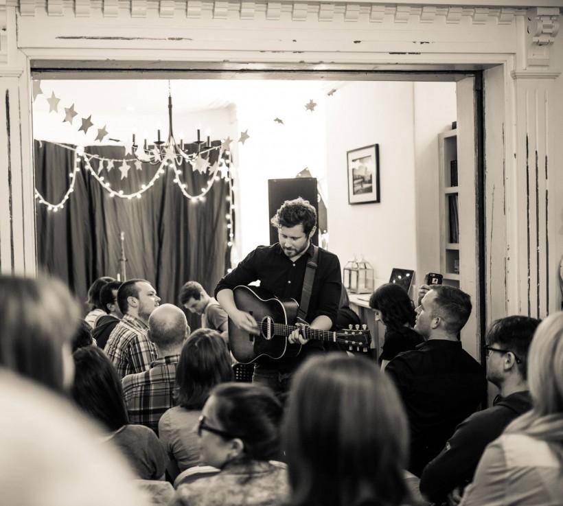 Dan Mangan plays at a house concert (Photo: Scott Munn)